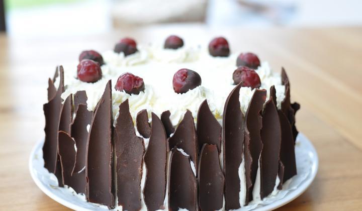 Jak udělat třešňový dort s mandlemi | recept.