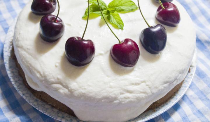 Jak upéct zdravější tvarohový dort s třešněmi | recept