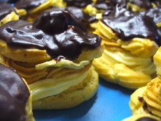Jak připravit minivětrníčky s dvojím krémem a čokoládovou polevou | recept